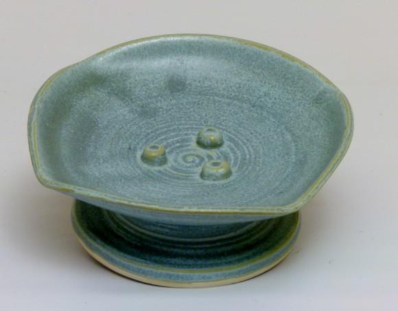 Pedestal soap dish